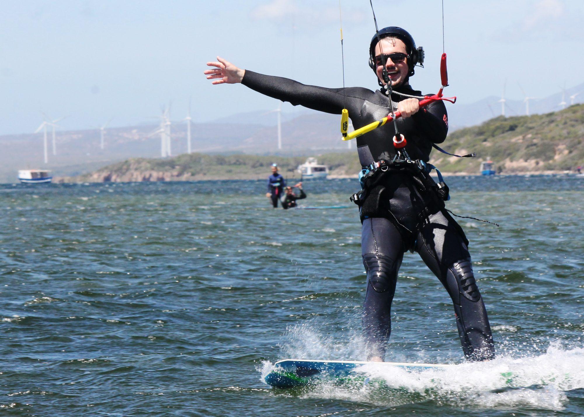 Lezioni di kitesurf a Punta Trettu in Sardegna