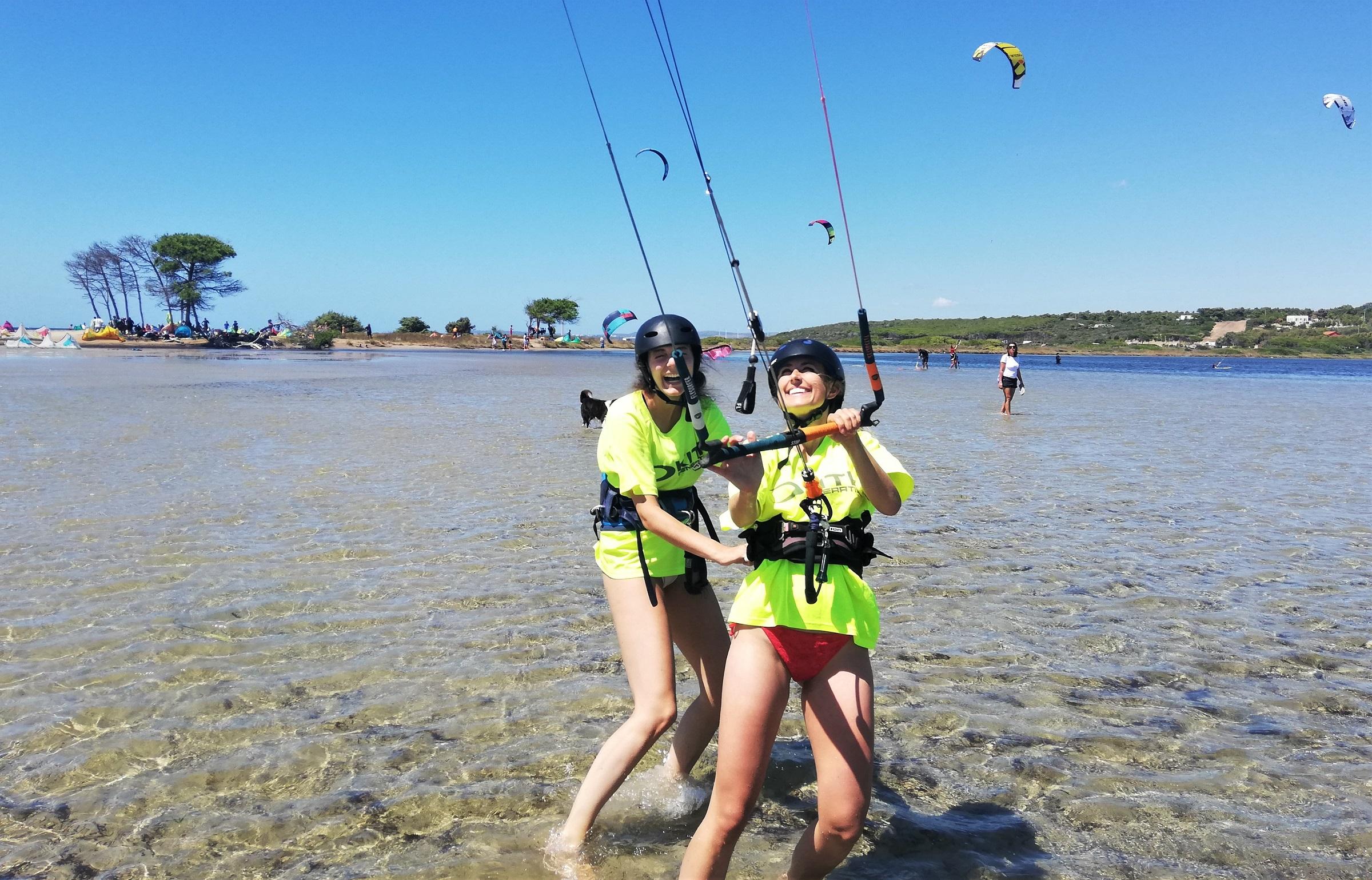 lezioni di kitesurf a Punta Trettu, con acqua piatta e bassa