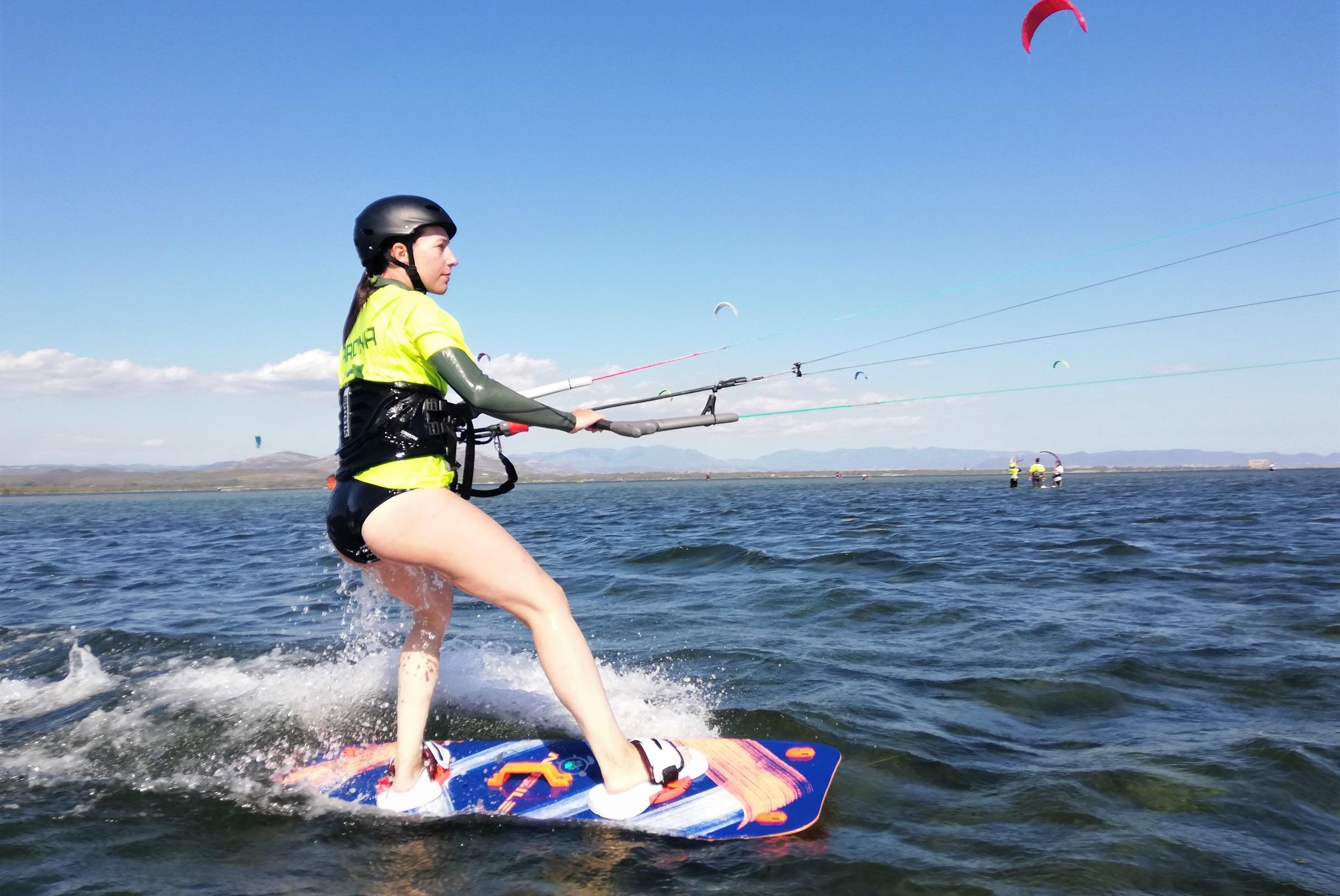 imparare il kitesurf a Punta Trettu il miglior kite spot della Sardegna