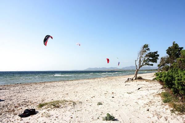 Kitesurfen in Chia auf Sardinien